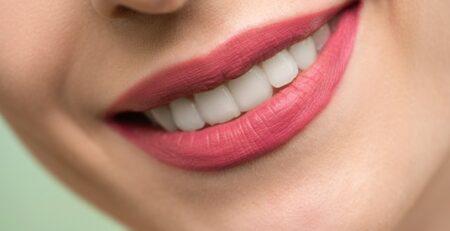 Naturalne sposoby na wybielanie zębów
