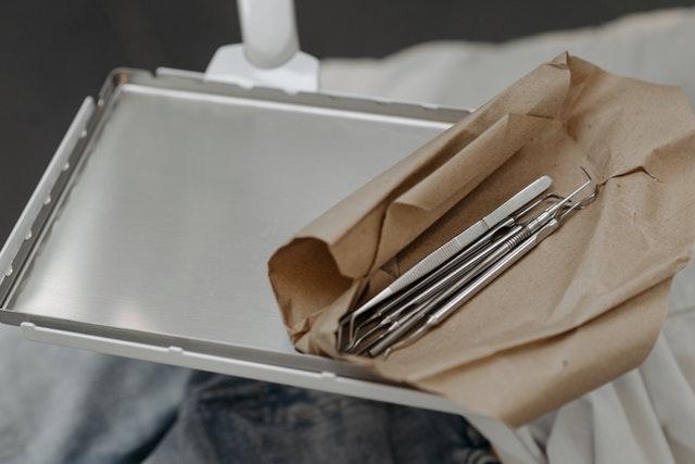 piaskowanie zębów co to