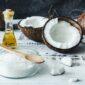 mycie zębów olejem kokosowym